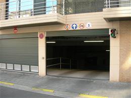 Res. Apollo III G03.01.08 - Afgesloten garagebox gelegen op niveau -1 - Ingang langs de Franslaan - Afmetingen: 2,81 x 5,70 m - Volle eigendom...