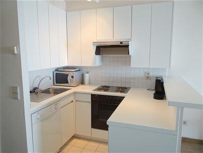 A LOUER A L'ANNEE - appartement moderne au 6eme étage avec vue frontale sur mer - cuisine équipée avec lave-vaisselle, frigo, micro-ondes et four -...