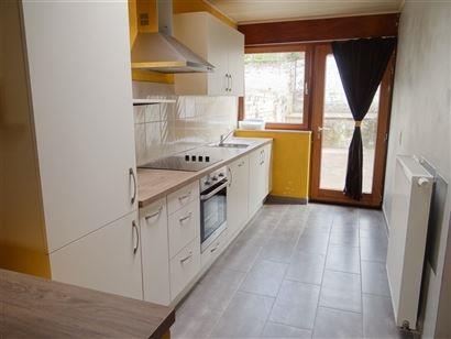 TE HUUR OP JAARBASIS - huis gelegen te Nieuwpoort Stad - centrale verwarming op gas - ingerichte keuken - ingerichte badkamer met ligbad en toilet - 2...