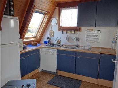 Zonnige chalet gelegen in domein Dunepark te Oostduinkerke Living met open, ingerichte keuken - Badkamer met wastafel, toilet en ligbad - Ruime slaap...