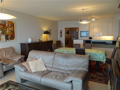 Res. Casino C 0403 - Ruim appartement met 2 slaapkamers op de Zeedijk van Nieuwpoort  - Gelegen op de 4de verdieping - Ruime inkomhal met vestiaire - ...