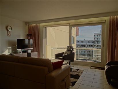 Res. Zonnekring 0704 - Instapklaar en zonnig doorloopappartement met twee slaapkamers - Inkom met vestiaire - Gastentoilet - Zonnige leefruimte met op...