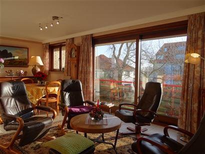 Rés. Mithras - 0102 - Appartement ensoleillé avec 2 chambres à coucher - Situé au 1er étage - Hall d'entrée avec vestiaire -Séjour spacieux ave...