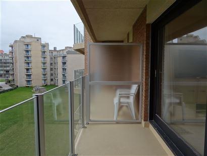 Res. Den Oever IV 0304 - Grand studio avec coin à dormir - Orientation ensoleillé - Hall d'entrée avec lift superposé - Salle de bain avec baignoi...