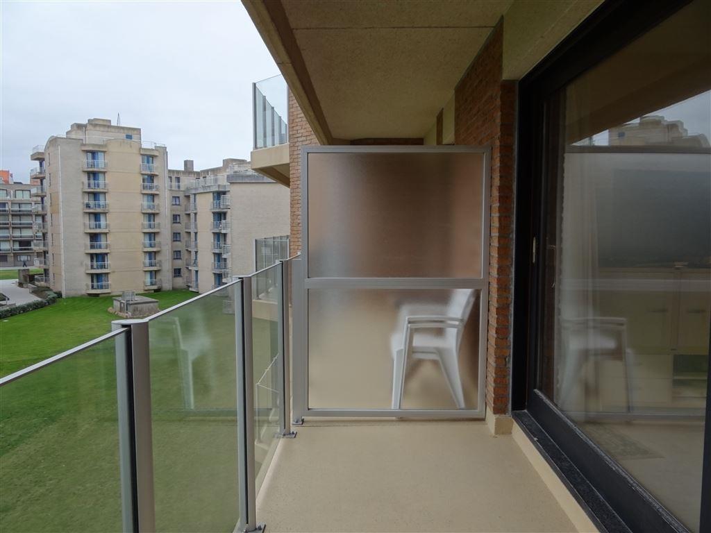 Res. Den Oever IV 0304 - Ruime studio met slaaphoek - Zonnige oriëntatie - Inkom met slaaphoek - Badkamer met douche, toilet en lavabomeubel - Grote ...