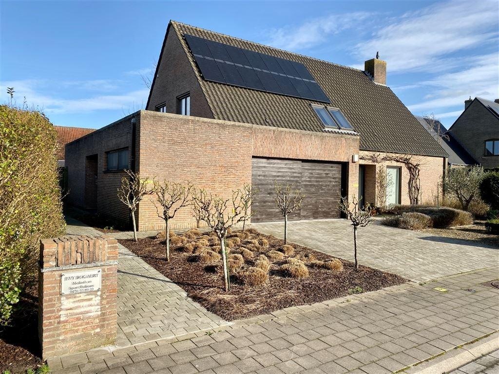 Praktijkruimte te 8310 SINT-KRUIS (België) - Prijs € 350